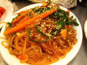 800px-Korean_cuisine_japchae_2